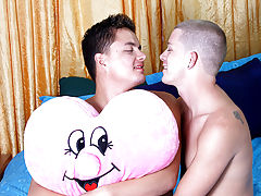 Hot gay muscle twinks and gay male first time sex - at Real Gay Couples!
