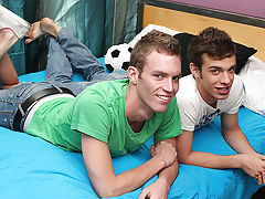 Young teen boy porn movies and extreme twinks sex - at Real Gay Couples!