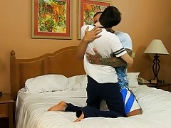 Brazilian power-fucker Alexsander Freitas makes the petite guy take up with the tongue his sneakers, his athletic frame dwarfing little Kyler anal sex