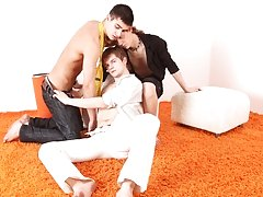 What a kinky sex game for three hot college boys and this lucky guy gets all the pleasure having his ass hole warmed up with rubber-covered fingers, t